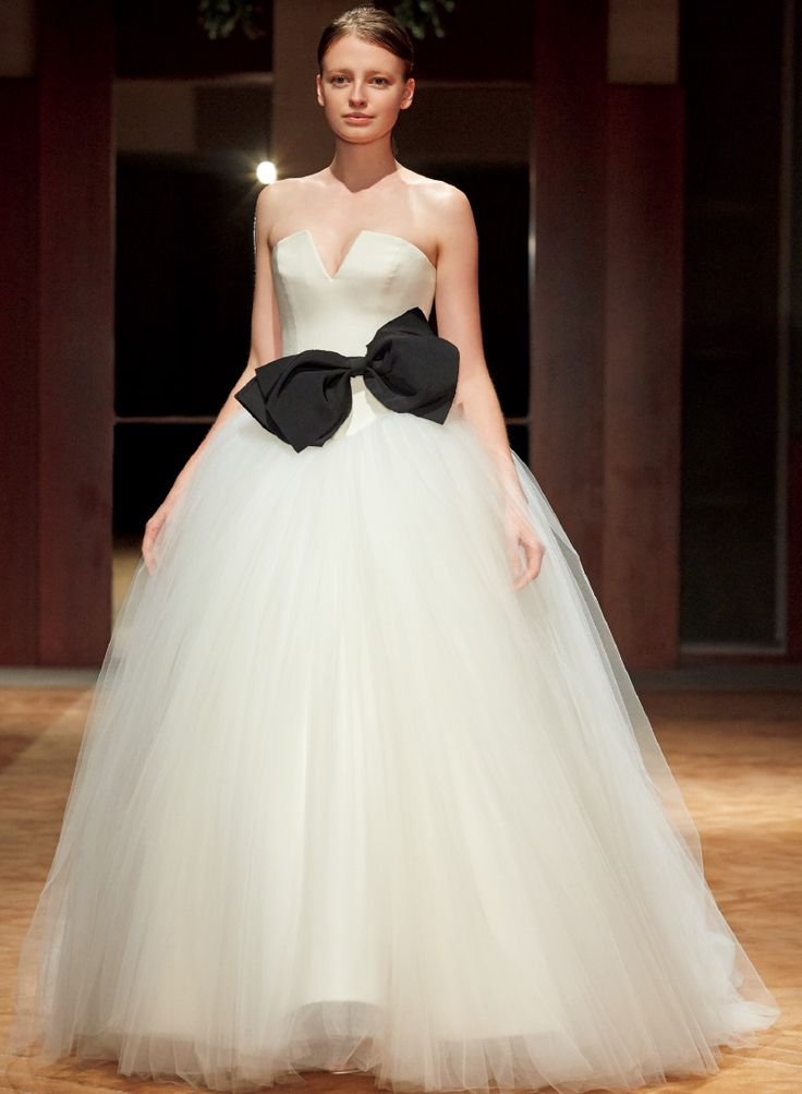 ヴォーグ ウエディングが厳選した 最旬ドレス30着のファッションショー
