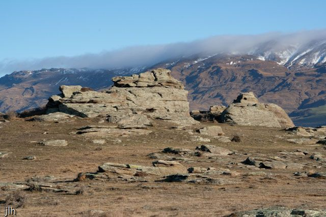 We took this photo in #CentralOtago during our recent trip there. Along with demonstrating how dry and barren the land is there; this, along with some of our other recent posts demonstrate why this area of New Zealand was used so much in the making of movies like #Lordoftherings and #thehobbit.
