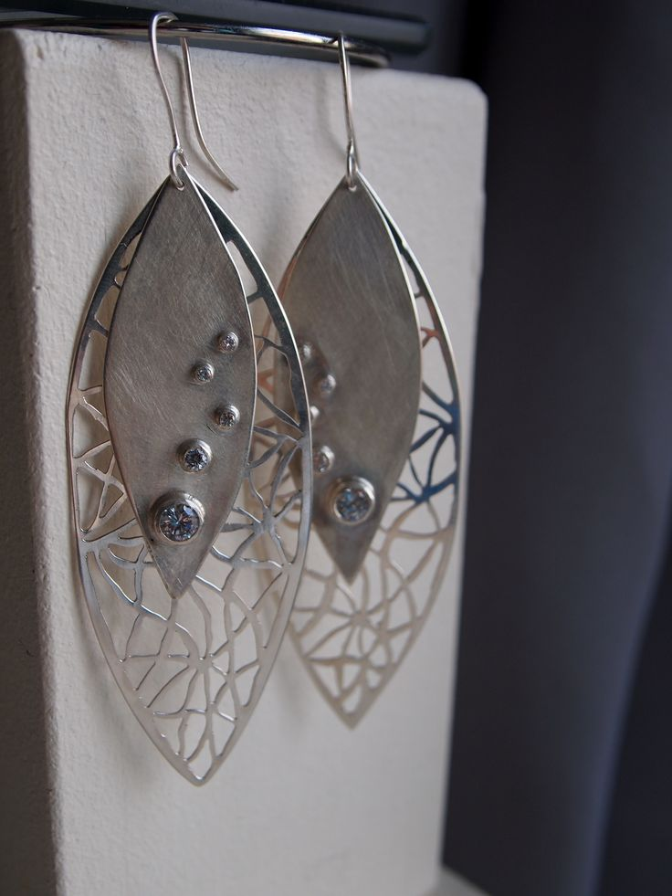 Earrings made from sterling silver (925) and swarovski crystals.