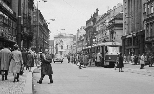 Příkopy (3665-1), Praha, duben 1965 • |black and white photograph, Prague|