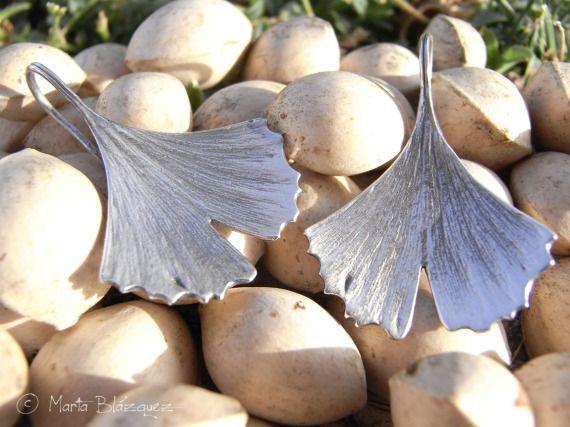 Pendientes de hoja de Gingko biloba / La Huella del Bosque - Artesanio