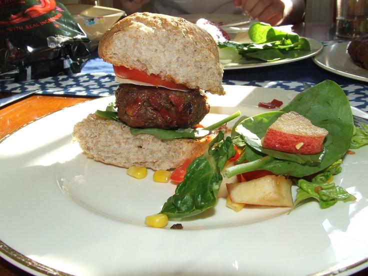 Chorizo burger with apple salad