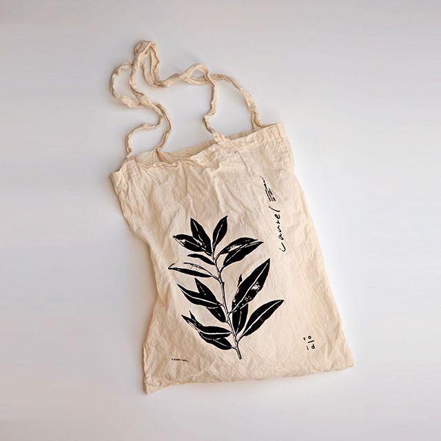 服部あさ美 × void エコバッグ ¥1,500 明日10日(土)から、会場限定で販売します。一枚一枚手刷りでプリントしワンウォッシュを施した、雰囲気の良いエコバッグに仕上がりました。 ...................................................... 服部あさ美  植物絵画展 green 2016年12月10日(土)〜 12月25日(日)…