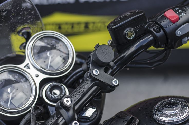 Free Spirits USB power point for Triumph at Tridays 2016! http://www.freespirits.it/en/products-triumph/12v-usb-power-point-for-triumph-new-classic-blackdet.html #freespirits #triumph #triumphmotorcycles #usb #tridays #tridays2016 #triumphparts #motorcycles