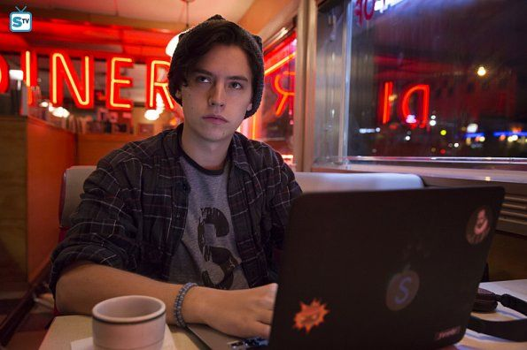 "#Riverdale 1x01 ""Chapter One: The River's Edge"" - Cole Sprouse as (Jughead Jones)"