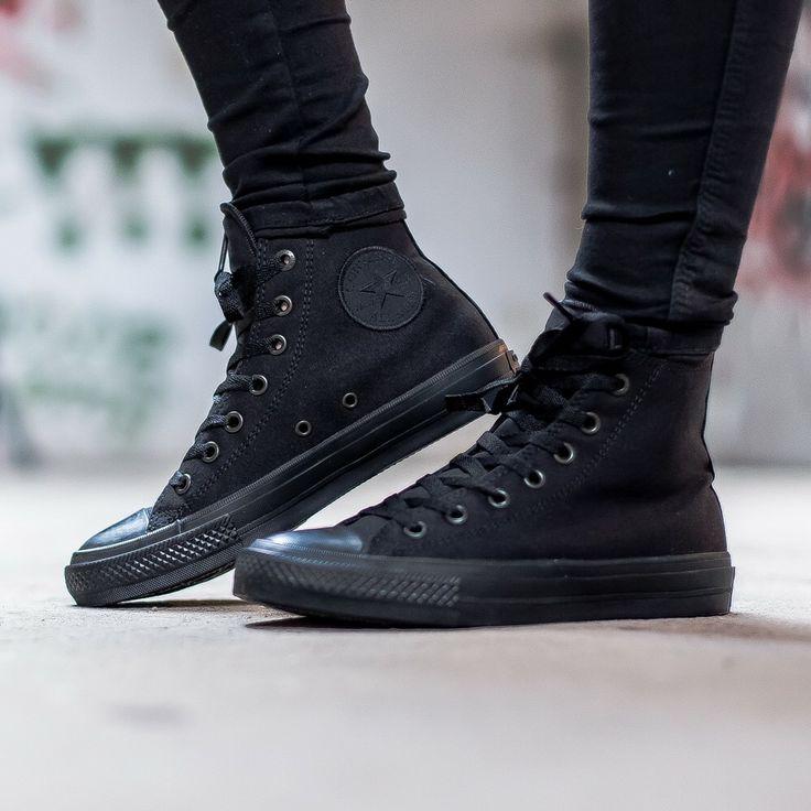 all black converse on feet