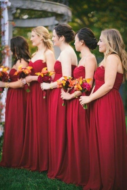 Inspiration pour un mariage rouge : les robes des demoiselles d'honneur