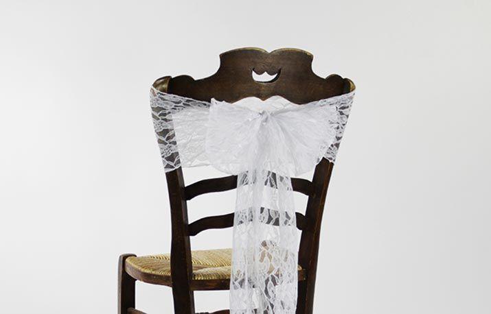 Noeud dentelle blanc en location chez D DAY DECO #ddaydeco #decoration #deco #decomariage #decorationmariage #mariage #original #mariageoriginal #chic #mariagechic #wedding #dentelle #dentelleblanche #noeud #noeuddechaise #chaise