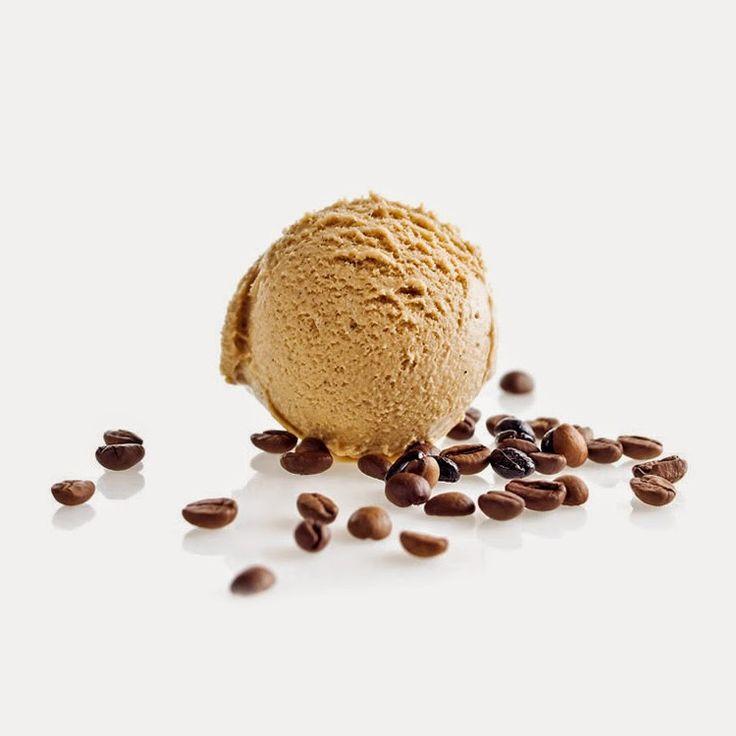 Necesitamos   Imagen: santini.pt      6 huevos   400 gramos de nata   200 gramos de azúcar   2 cucharadas de café soluble   8 hojas de gelat...