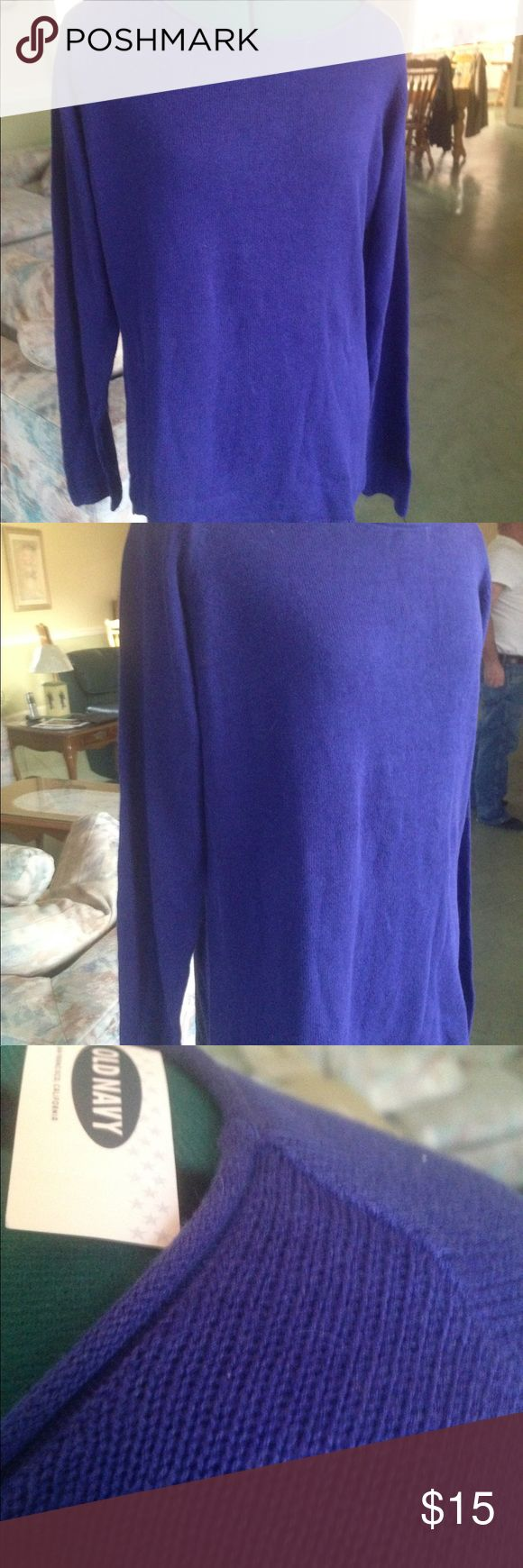 Blue Old Navy Sweater NWT New with tags. Old Navy medium  blue sweater Never worn. Size XL Old Navy Sweaters Crew & Scoop Necks