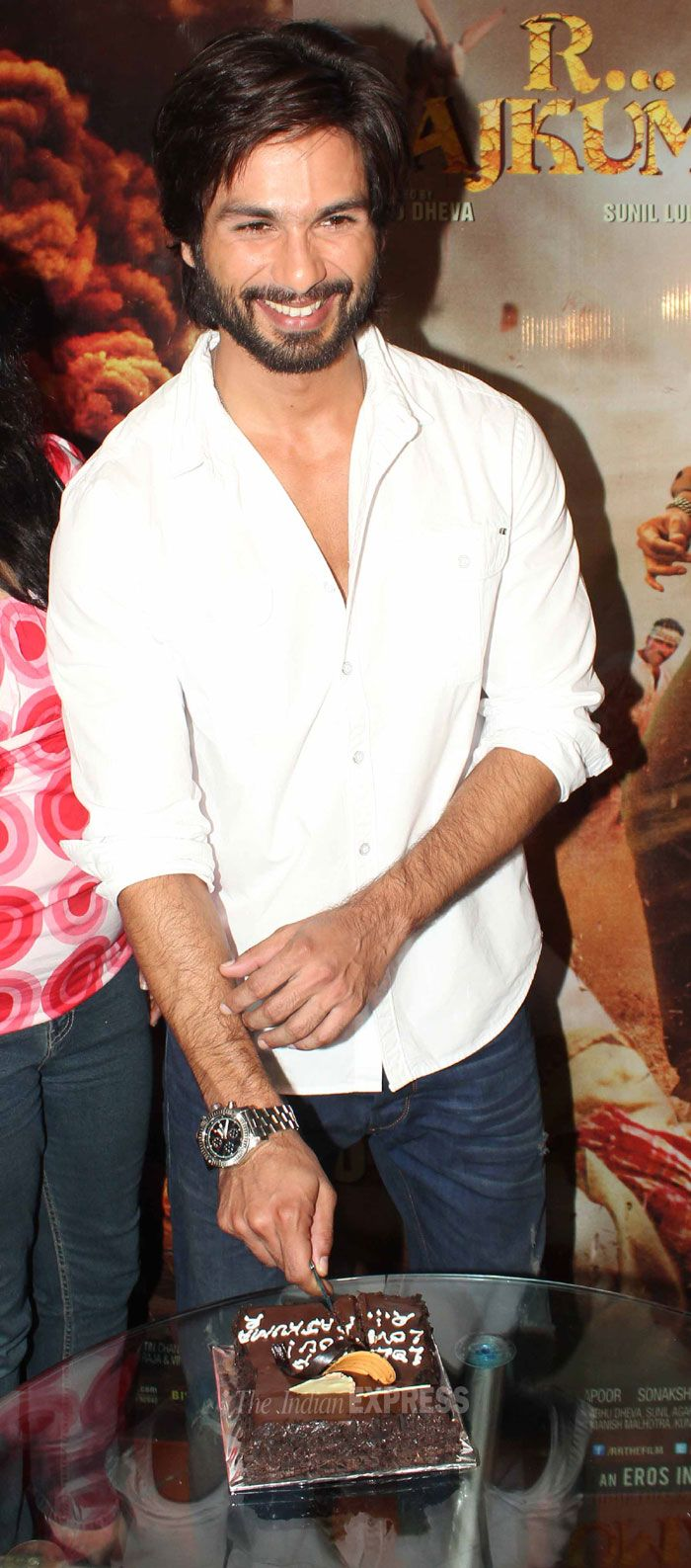 Shahid Kapoor went on to watch his film R...Rajkumar with his fans. #Fashion…
