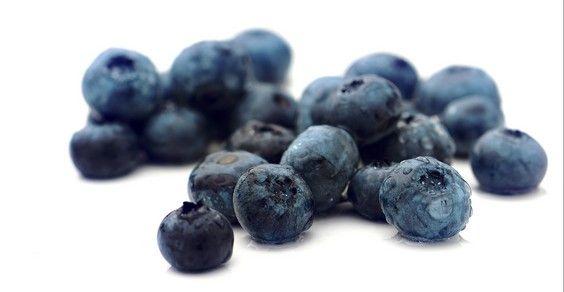 Viva i mirtilli, i frutti che combattono le infezioni