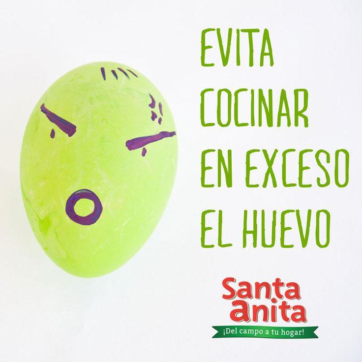 ¡Que no se pasen! Evita el color verde  El tono verdoso alrededor de la yema se produce cuando la cáscara del huevo se cocina de más.