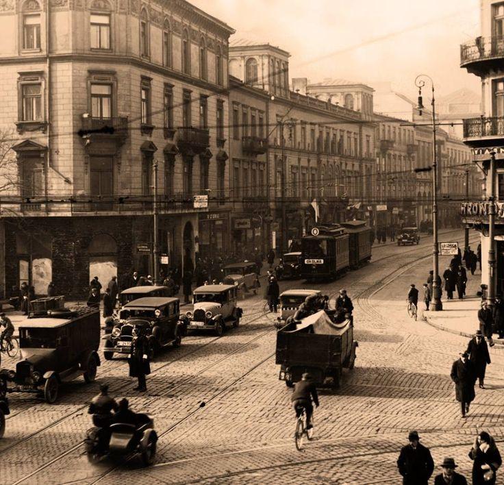 Skrzyżowanie Alej i Nowego Światu. fot. 1931r., Jan Binek , źr. omni-bus.eu, zdjęcie jest własnością Narodowego Archiwum Cyfrowego.