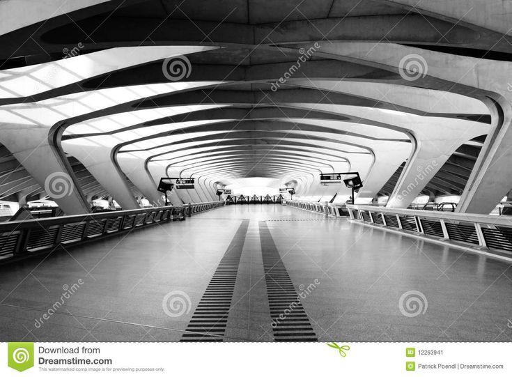 De Lange Manier Van De Passage - Moderne Architectuur Redactionele Foto - Afbeelding: 12263941