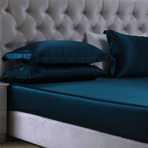 König Blau, Unsere Seidenspannbettlaken mit einer Tiefe von 26 cm und #elastischen Ecken werden perfekt auf Ihr Bett passen. Unsere hochwertige #Maulbeerseide wird ein großartiges Geschenk für Menschen sein, die unter Allergien, Hautproblemen oder Hitzewallungen leiden. From https://www.oosilk.com/de/silk-fitted-sheets-c.html