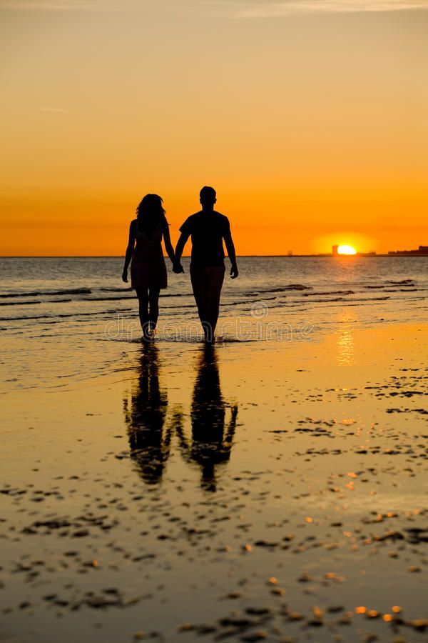 Sunset Love A Couple Enjoying A Romantic Sunset Ad Couple Love Sunset Sunset Romantic Ad Sunset Love Lovers Images Nature Pictures