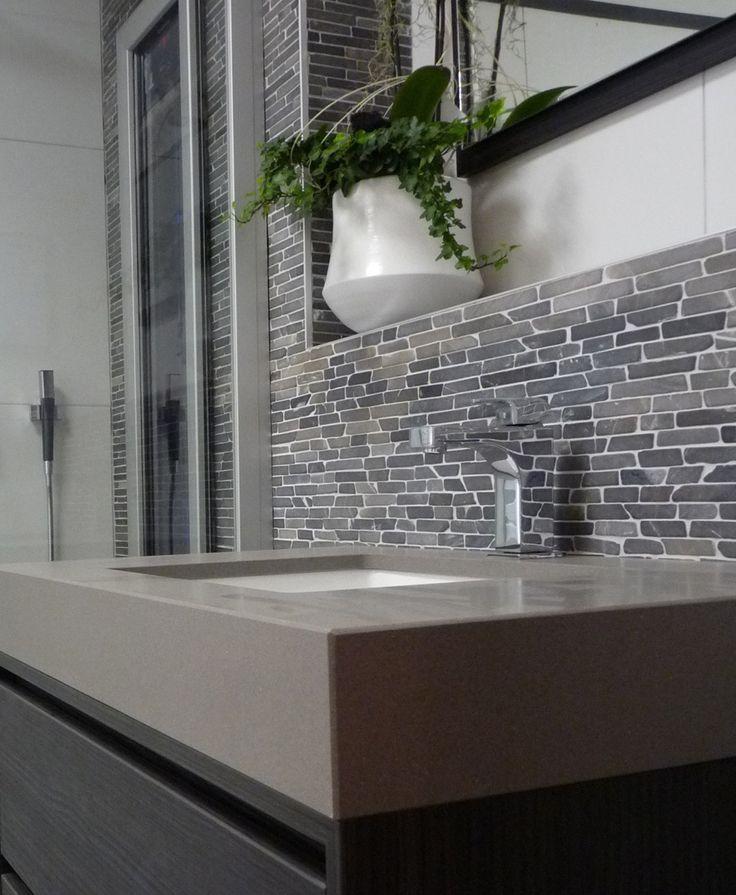 rivestimento bagno in marmo listelli su rete in marmo muri milano grey