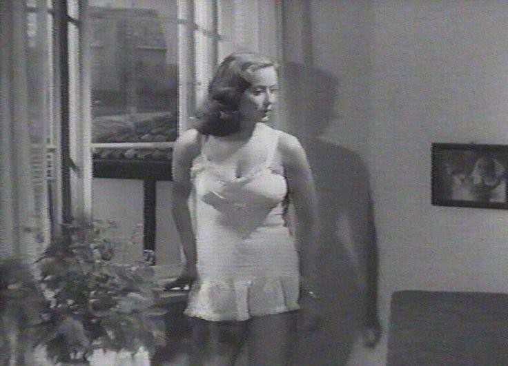 som Inger Berg, i Op med lille Martha fra 1946.