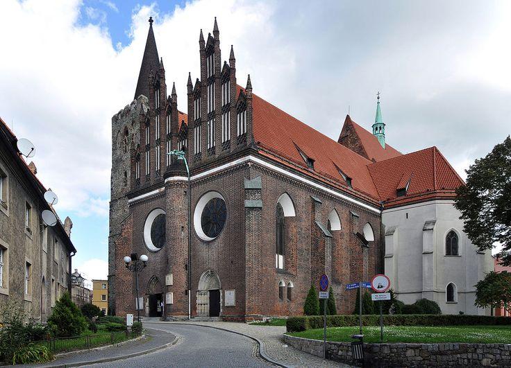Gotycki kościół św. Jerzego Męczennika i Sanktuarium Męki Pańskiej w Ziębicach (Polska). [za Wikipedia]