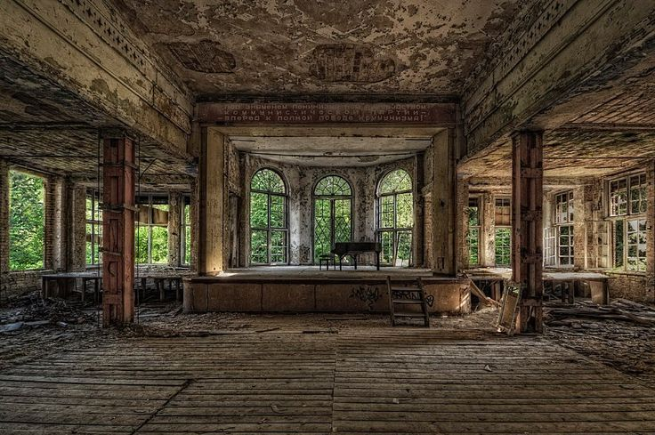 Dust has collected on this piano at the former Grabowsee Sanatorium in Oranienburg.
