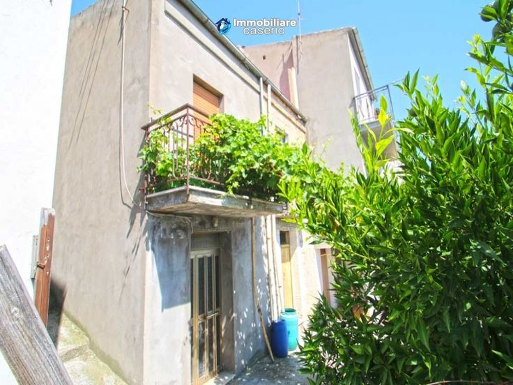 http://immobiliarecaserio.com/Property_with_terrace_and_garden_for_sale_in_Montenero_di_Bisaccia_Molise_Italy_2207.html