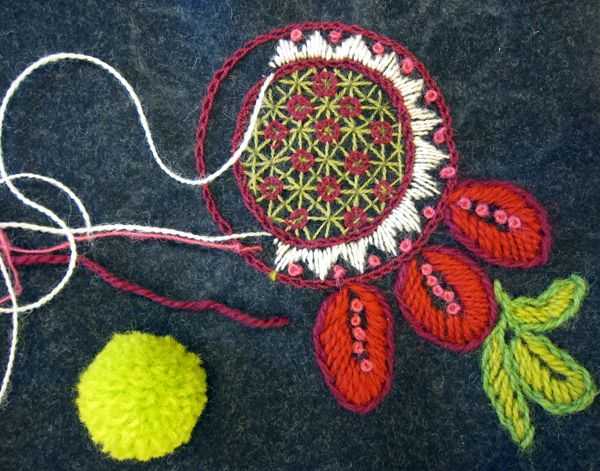 """Embroidery Inspiration: """"Ylle, ylle & ull,"""" by Madde on bloggen.designmadde.se--a Swedish-language blog (16 Aug. 2012)--inspired by Carina Olsson's wool embroidery book, """"Brodera på ylle!"""" from Handicraft Publishers [Hemslojdens Forlag], August 2012. For book description in Englsh, see http://www.hemslojdensforlag.se/en-US/shop/1122-Our_books/3257-Brodera_paa_ylle!.aspx."""