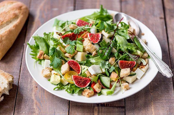 Ruokaisa kolmen juuston salaatti