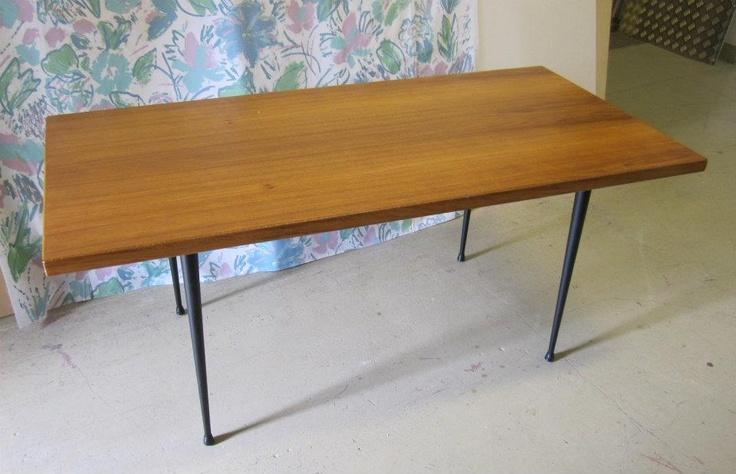 Pöytä, suunnittelija Olli Borg