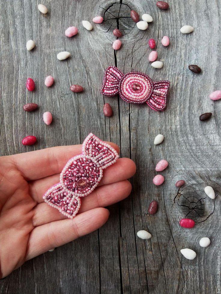 Купить Брошь из бисера Конфетка S - комбинированный, серо-розовый, серый, розовый, брошь