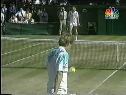 Stefan Edberg vs Boris Becker, finale di Wimbledon 1990, che spettacolo!  (avevo il completino celeste di Stefan da ragazzo)