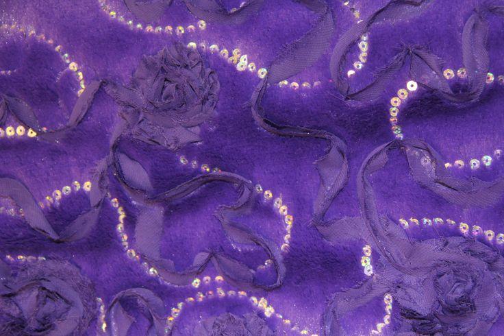 Mor payet abiye pelüş arayanlara da alternatif sunuyoruz, bulunmaz hint kumaşları gibi pullu payetli kumaş çeşitleri de bizde çok seçenekli kumaş modelleri koleksiyonlarımızın sergilendiği  Nişantaşı mağazamız raflarında sizlerin beğenisine sunulmak üzere hazır bekliyor.