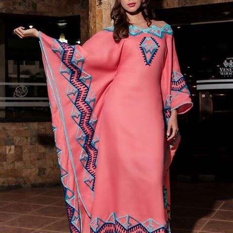 La primera obligación de toda persona es ser feliz...  Ponle color a tu vida con esta hermosa manta con aplicaciones en bordado peyon, fotografiado bajo el lente de @luisbolivarfoto Modelo: @rubiasemprun Dirección de Arte: @jdlpmoda  #Aikaa es #Moda #Fashion #ArteWayuu.  #ArteParaUsar  #ArteTextil #Wayuu #Guajira #hechoamano #textileart #bordadosamano #modaetnica #Mantas #sombreros #Accesorios #Venezuela #Maracaibo #Caracas #Colombia #NYC #Miami #Mexico #mujeres #hombres #Wendding #Novia...