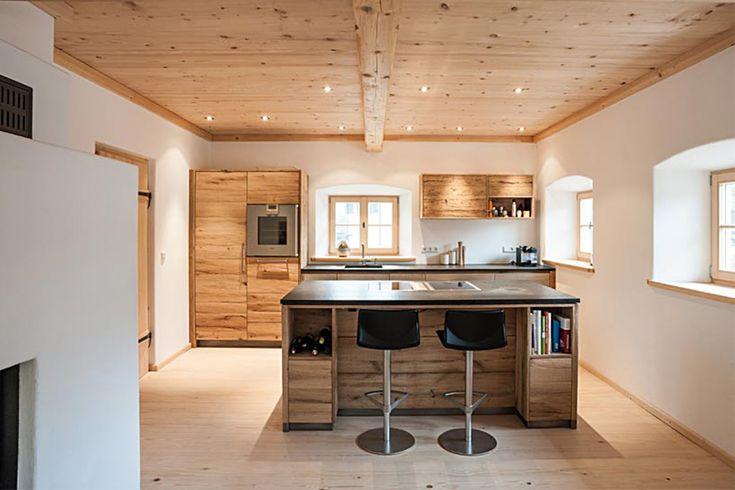 Landhaus-Küche aus Altholz