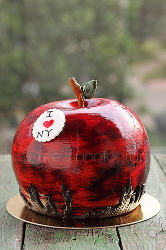 С 30-х годов прошлого столетия Нью-Йорк называют Big Apple («Большое Яблоко»), а само яблоко является официальным государственным фруктом Род-Айленда, Нью-Йорка, Вашингтона и Западной Вирджинии.