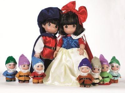 Snow White and the Seven Dwarfs Precious Moments Dolls at Disneyland Park