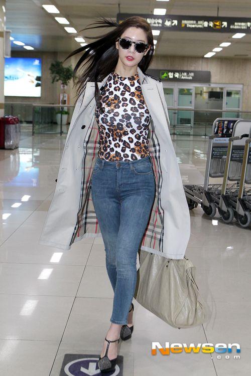 Clara Lee's Airport fashion