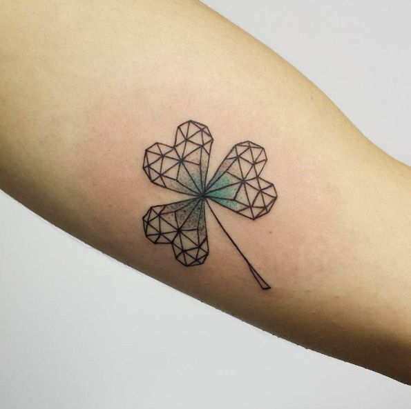 Geometric shamrock tattoo by Aline Wata