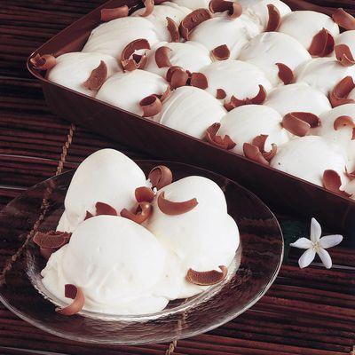 Νέο προϊόν στα Μαριλού Cupcake  Προφιτερόλ κρέμας βανίλιας Μαγαδασκάρης με γέμιση σοκολάτας γάλακτος http://www.marilous.gr/product/profiterol-bianco-in-vassoio/ #Marilou #Sweet #profiterol #bianco #vassoio