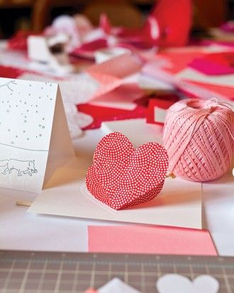 """See how to make the """"Heart-in-the-Fold"""" Valentine's Day Card"""