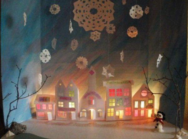 Cardboar town with lights. Из картона можно вырезать просто домики и вклеить цветную папиросную бумагу в оконные проёмы, сзади также положить гирлянду, автономные светильники или поставить свечи (но следить чтобы ничего не загорелось!)