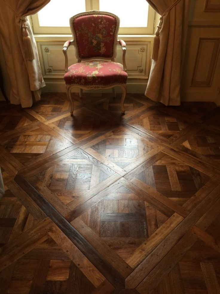 magnifique panneaux de parquet type versailles. Black Bedroom Furniture Sets. Home Design Ideas