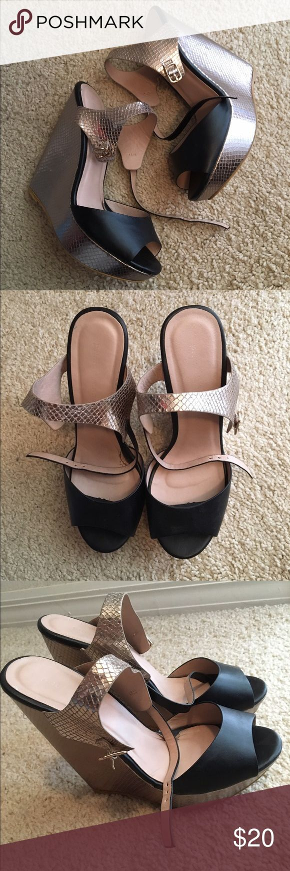 Black and Metallic Wedge Size 7 Shoes Wedges