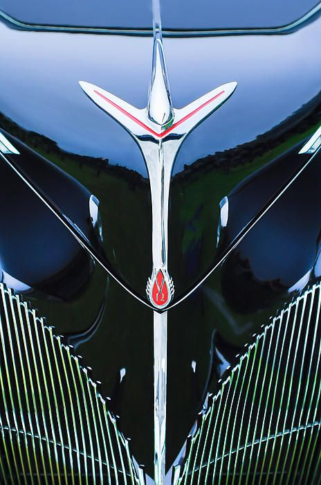 Lincoln Images by Jill Reger - Images of Lincolns - 1940 Lincoln-zephyr Convertible Grille Emblem