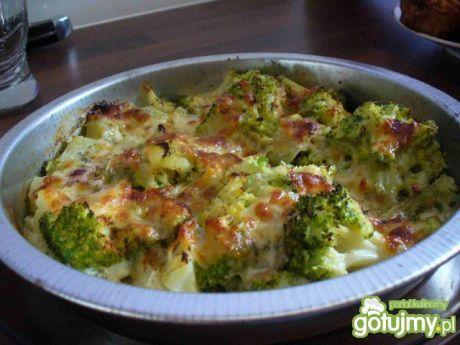 Brokuły zapiekane z mozzarellą. Smaczne i łatwe danie!