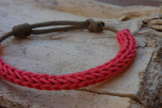 Crochet and Cord Bracelet / Pulsera de ganchillo y cordón