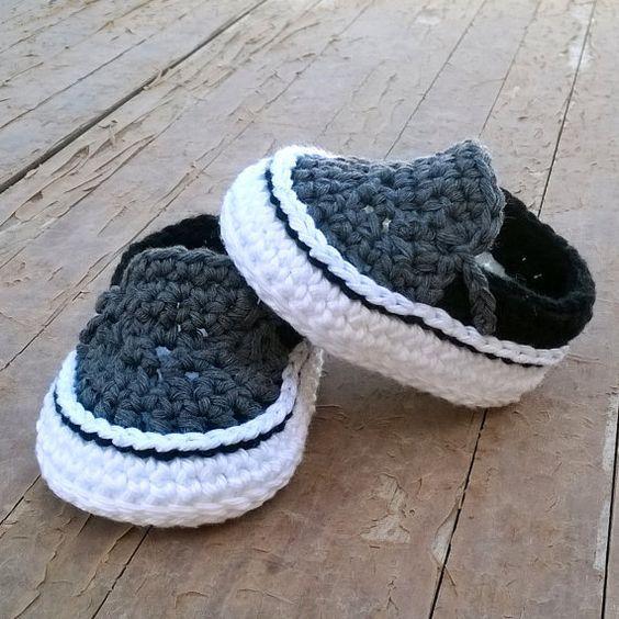 Pantofola MODELLO all'uncinetto stile Vans. di ShowroomCrochet