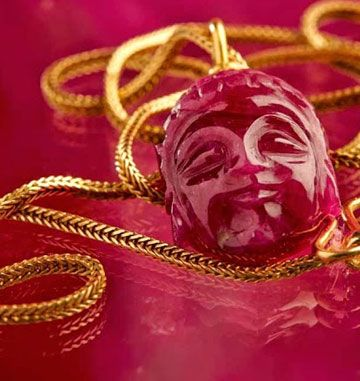 Buddha ruby and 18 carat gold_Design: Lautrop jewellery