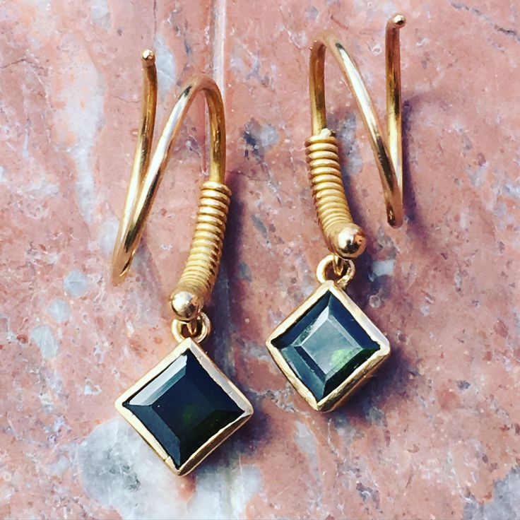 Spiral earrings 18 ct gold and green tourmalines Lautropjewellery