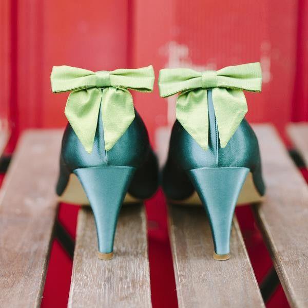 Liza- ein Paar Schuhclipse in Schleifenform aus grüner Dupionseide